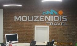 вывеска в офис Mouzenidis